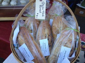 souffle garlic herb bread
